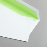 Weiße Couverts DIN lang mit Farbfutter hellgrünes Futter
