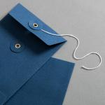 Couvert C6 mit Bindfadenverschluss Blau