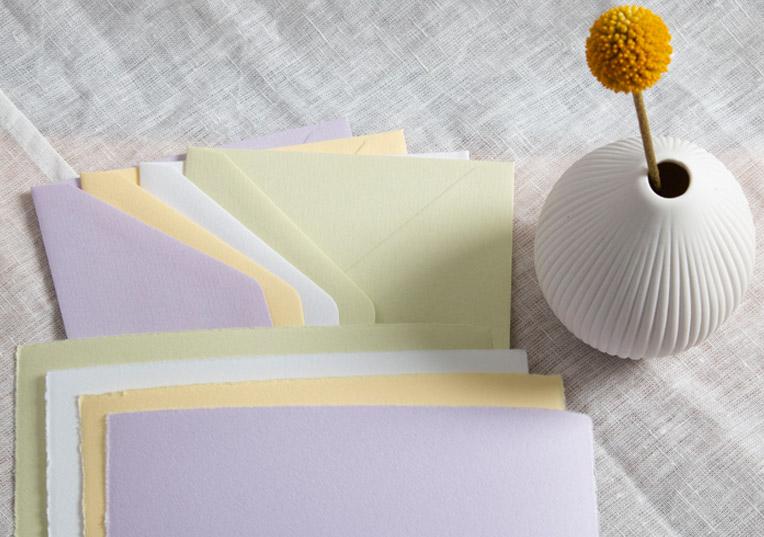 Buetten-papier-karte-umschlaege-farbig