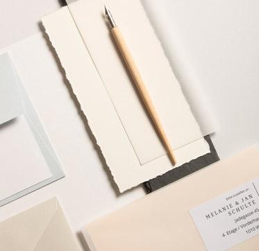 papier-in-der-farbe-elfenbein-creme