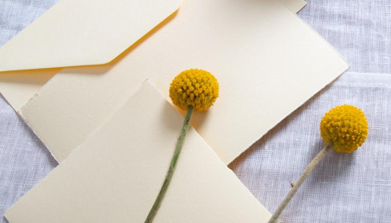 papier-in-der-farbe-gelb