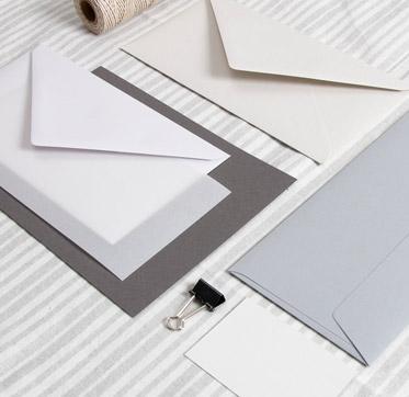 papiere-in-der-farbe-grau