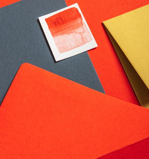 papier-in-den-farben-orange-und-rot