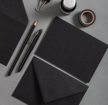 papiere-in-der-farbe-schwarz